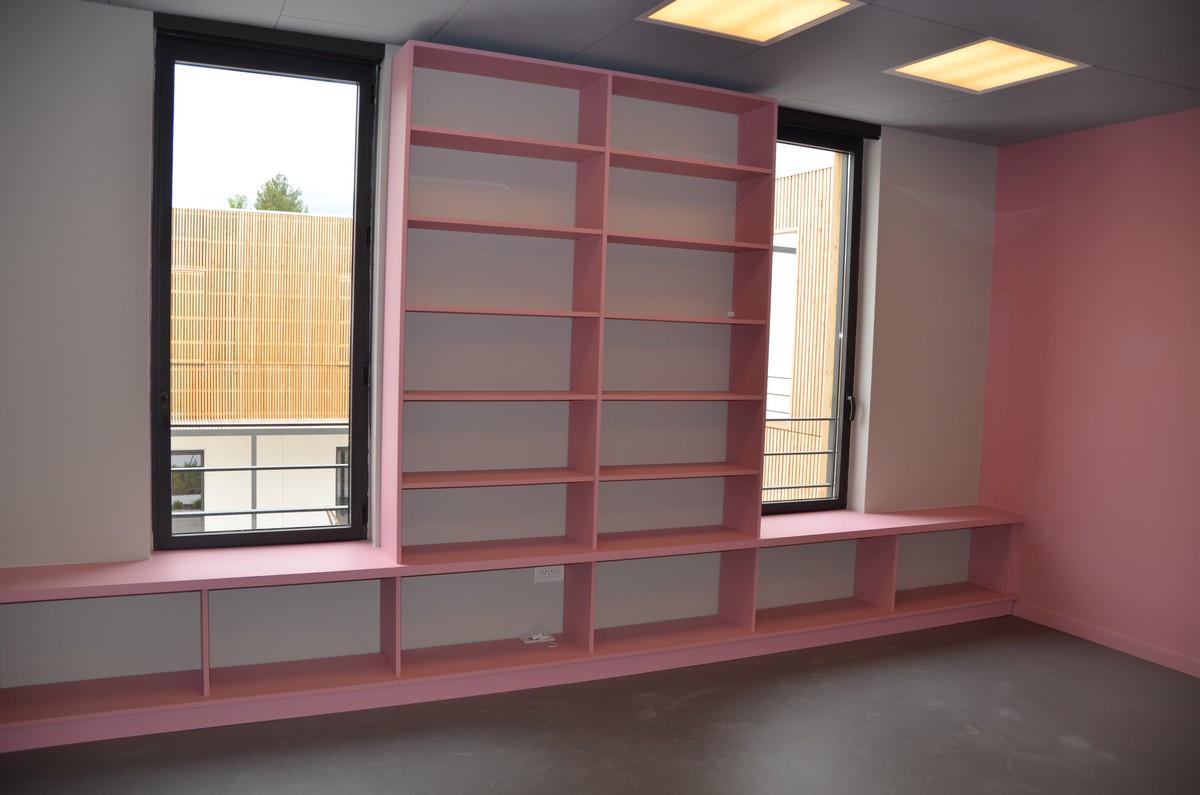 etagere murale sur mesure d coration de maison contemporaine. Black Bedroom Furniture Sets. Home Design Ideas